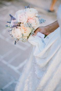 Un très grand bravo à @célinehamelin pour ces photos incroyables du mariage d'Anne-Gaëlle dans sa robe Zoé et son voile Marion @elisehameauparis. Sublime ! <3