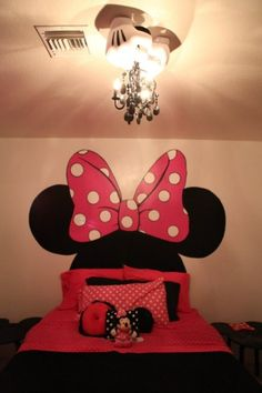 Minnie Mouse So stinking cute.  I would love to do big murals like this for people!  Hit me up!!!!!!