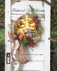 Christmas Wreath Christmas Door Decor Wreath with Lights Christmas Wreaths For Front Door, Christmas Window Decorations, Winter Wreaths, Tree House Interior, Palm Tree Pictures, Tree Wedding Invitations, Wooden Tree, Country Christmas, Porch Decorating