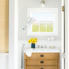Homeowners of this tiny cottage share clever tricks for tight quarters. For starters, keep it simple. | Coastalliving.com