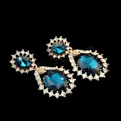 Teardrop #Earring with #crystal and #rhinestone, faceted, so bright.