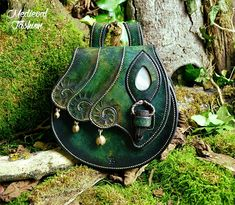 Elven clothes By respectively: Andrew Kanounov ambientatelier camelotcostumes on etsy deerberg store linusmanus thevikingstore Thecnodolly Via: Mediev Diy Sac, Elvish, Leather Projects, Leather Tooling, Leather Craft, Handmade Leather, Leather Handbags, Leather Purses, Leather Totes