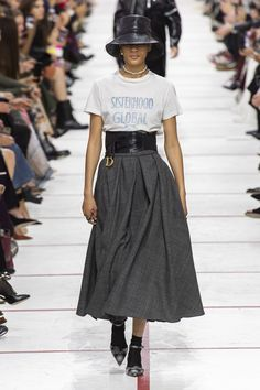 Christian Dior Fall 2019 Fashion Show . Designer ready-to-wear looks from Fall 2019 runway shows from Paris Fashion Week Fashion Week Paris, Runway Fashion, Fashion Trends, Moda Paris, Mode Outfits, Trendy Outfits, Fashion Outfits, Christian Dior Fashion Designer, Look Fashion