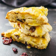 These are the best scones Ive ever had cranberry orange scones that are easy to make at home and drizzled with a zesty orange glaze. Bridal Shower Brunch Menu, Brunch Party, Brunch Wedding, Wedding Reception, Brunch Recipes, Breakfast Recipes, Dessert Recipes, Brunch Ideas, Cranberry Orange Scones