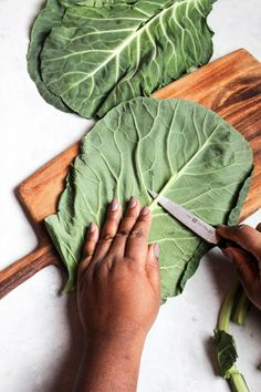 How to Prepare Collard Greens for Wraps - confessionsofacleanfoodie Good Healthy Recipes, Healthy Foods To Eat, Raw Food Recipes, Vegetarian Recipes, Healthy Eating, Vegetarian Cooking, Vegetarian Barbecue, Clean Foods, Italian Cooking