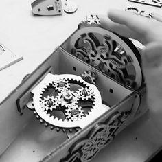 steampunk maniac dream лучший подарочек на нг   дитя стимпанка и средневековой музыки в процессе сборки #antiquefreak #steampunk #gears #mechanics #mechanizm #ugears #hurdygurdy #medievalmechanics #organiste #хардигарди #шестеренки #колеснаялира #органистр #стимпанк #механизмы