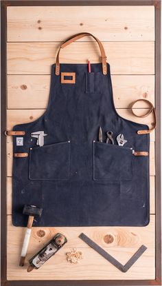 SANQVIST, to do a good job it takes the right apron! Clothes Words, Diy Clothes And Shoes, Tool Apron, Custom Aprons, Leather Apron, Apron Designs, Woodworking Apron, Aprons For Men, Cord Organization