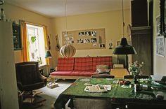 Jørgen Jakobsen, 65, Lyngby. Vi havde en stor 2-værelses lejlighed på Lyngvej 23 i årene 1974 - 78. Den var dårligt isoleret og skulle opvarmes med petroleumskaminer, men vi var rigtig glade for den så længe vi kun var tre i familien (1978).