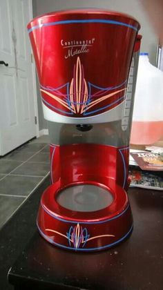 Pinstriped coffee maker:) I need to learn this art!