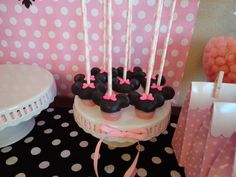 Minnie Mouse cake pops #minnie mouse #cakepops