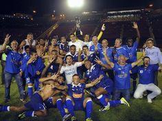 Cruzeiro bate Vitória e comemora tricampeonato Brasileiro