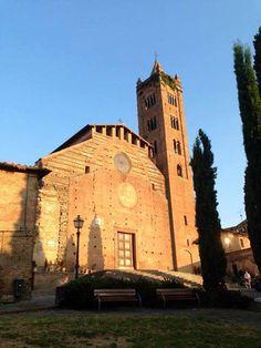 La bellissima ed imponente facciata di Santa Maria dei Servi. Foto di Tony e Caterina Scarcella.