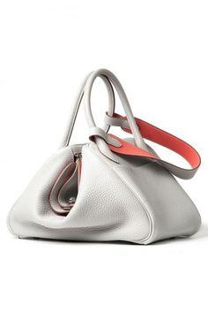 Hermès. La shopper bianca con elementi color salmone