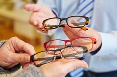 Are you shopping for a new pair of eyeglasses? Read this before you do. http://qoo.ly/8i4mv/0