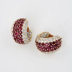 Ruby Earrings : Diamond and ruby earrings by Van Cleef and Arpels. Diamond and ruby earrings by Van Cleef and Arpels. Jewelry Design Earrings, Gold Earrings Designs, Ruby Jewelry, Ruby Earrings, Ear Jewelry, Bridal Jewelry, Gold Jewelry, Diamond Earrings, Jewelery
