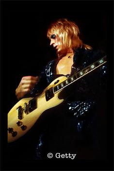 © Getty Mick Ronson, Best Guitarist, Gibson Guitars, David Bowie, Musicians, Hero, Rock, Stone, Heroes