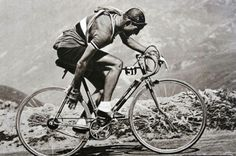 Gino Bartali changes gear in the 1948 Tour de France. Photo: Cycling-passion.com