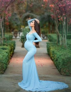 Maternity Photoshoot is trending these days. Maternity Photoshoot acts as a souvenir. It lets you preserve all the incredible moments of your pregnancy forever. Pregnancy Outfits, Pregnancy Photos, Pregnancy Dress, Early Pregnancy, Pregnancy Classes, Pregnancy Journal, Pregnancy Belly, Baby Blue Maternity Dress, Western Maternity