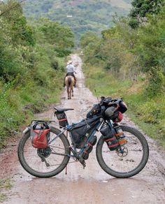 Sei anni in sella alle Cinelli Hobo Geo Touring Bicycles, Vintage Bicycles, Geo, Motorcycle, Vehicles, Turismo, Biking, Motorcycles, Motorbikes