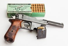 Bergmann M1910/21 Technical Specs Caliber: 9x23mm Bergmann (aka 9mm Largo) Weight: 36oz (1020g) Overall length: 10.0 in (254mm) Barrel Length: 4.0 in (102mm) Magazine capacity: 6 rounds Action: Short recoil Locking System: Vertically-sliding block