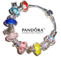 loveeeee Pandora charm bracelets!!! I want one sooo bad