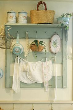 Shabby Chic Home Decor Guide Shabby Chic Kitchen, Vintage Kitchen, Cozy Kitchen, Cottage Chic, Cottage Style, Country Decor, Farmhouse Decor, Country Charm, Country Life