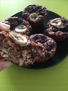 How the make every day feel like a weekend:healthy and easy breakfast- oatmeal-protein muffins with banana and bluebarry