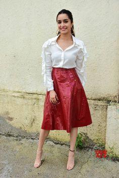 Celebrity Fashion Looks, Celebrity Outfits, Celebrity Look, Bollywood Outfits, Bollywood Girls, Bollywood Fashion, Beautiful Bollywood Actress, Most Beautiful Indian Actress, Indian Celebrities