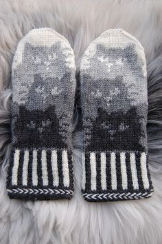 Ravelry: conniecatknitter's Kattepoter More