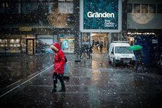 Snö i Linköping. Mysigt väder idag. Trots det längtar man lite efter sommaren om man ska erkänna. :) #vinter #winter #snö #snow #östergötland #linköping #sweden #ig_sweden #kallt #colors #jagfryser #längtartillsommaren #nikon #d800 #nikonphotography #zoranfoto