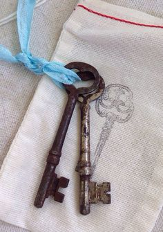 Antique heart shaped skeleton keys Wedding keys Key by KeyBoogie, $14.00