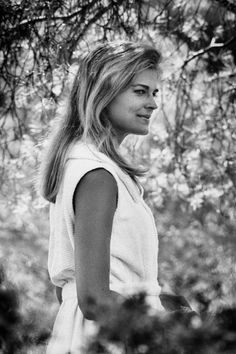 All our Candice Bergen Pictures, Full Sized in an Infinite Scroll. Candice Bergen has an average Hotness Rating of between (based on their top 20 pictures) Candice Bergen, Julie Christie, Classic Beauty, Timeless Beauty, Hollywood Stars, Classic Hollywood, Divas, Walt Disney Concert Hall, Paris Images
