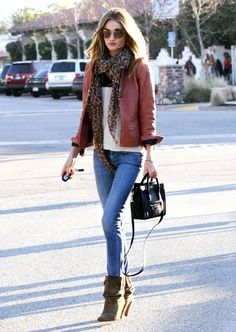 Rosie Huntington-Whiteley street style Chic, wearing basic skinny jeans, Isabel Marant boots, a salmon colored leather jacket, the Louis Vuitton leopard scarf and a mini Celine bag Image Fashion, Look Fashion, Womens Fashion, Fashion Trends, Fall Fashion, Dress Fashion, Jeans Fashion, Ladies Fashion, Fashion Models