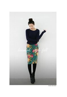 Black with vibrant skirt--love the dark tights with a summery skirt Style Work, My Style, Asian Fashion, Love Fashion, Floral Pencil Skirt, Pencil Skirts, Working Girl, Casual Outfits, Fashion Outfits