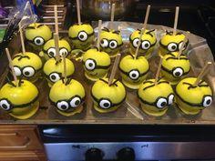 Minions chocolate covered apples Gourmet Caramel Apples, Gourmet Candy, Minion Birthday, Minion Party, Birthday Ideas, Churros, Chocolates, Chocolate Covered Apples, Bonbon