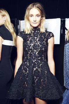 Trending at Australian fashion week 2014 - embellished lace (Alex Perry) Alex Perry, Runway Fashion, High Fashion, Fashion Outfits, Fashion Trends, Lbd, Moda Australiana, Lace Dress, Dress Up