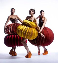 World of Wearable Art costumes 3d Fashion, Weird Fashion, Look Fashion, Editorial Fashion, Fashion Show, Fashion Design, Origami Fashion, Fashion Details, Art Costume