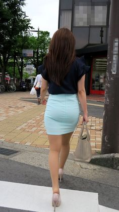 ( *`ω´) If you don't like what you see❤, please be kind and just move along. Short Skirts, Short Dresses, Mini Skirts, Sexy Skirt, Dress Skirt, Tight Skirt Outfit, Pencil Skirt Work, Great Legs, Leggings