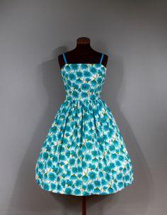Vintage jaren 1950 turquoise bloemen katoenen jurk. Dunne bandjes, volledige rok…