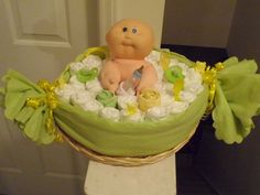 Baby in a pod #babyshower #diapercake