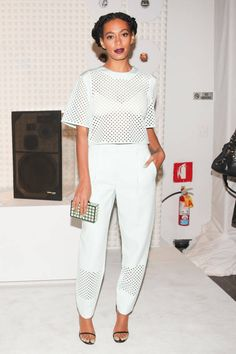 Solange Knowles isn't scared to push the envelope in regards to fashion. Flawless photo-taker Solange Knowles has an exact particular aesthetic, which explains why she's so choosy in re… Solange Knowles, Fashion Moda, Look Fashion, Fashion Styles, Fashion Outfits, Womens Fashion, Hot Pants, Look Star, Style Africain