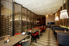 Maison Tatsuya approaches a modern contemporary Japanese Design, while serving teppanyaki food in a city of Jakarta. Asia Restaurant, Oriental Restaurant, Restaurant Design, Restaurant Interiors, Chinese Restaurant, Japanese Interior Design, Japanese Design, Home Interior Design, Interior Decorating