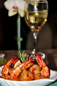 6 jumbo shrimp, peeled & tails on 2 tbsp virgin oil 1 oz bourbon 2 cloves garlic, chopped finely 1 tsp fresh chopped ginger root 1/4 cup Maple syrup 1 tbsp fresh squeeze lemon juice 1 tsp soya sauce 1 tsp fresh rosemary, chopped finely pinch black pepper