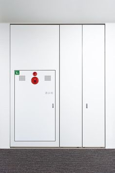 This product integrates a built-in fire extinguisher with our UNISMART® storage space system. Seamlessly blending with the surrounding space, everything fits within its unified design, for a homogenous rhythm and exquisite tone that matches the room.