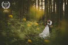 Award-winning wedding picture - Wedaward - post-wedding session in the flowers and the forest - Zephyr & Luna photograhy
