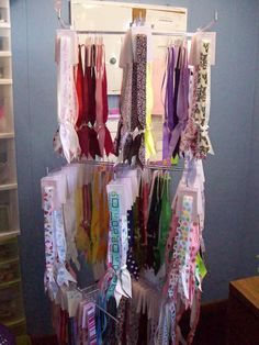 How I display my toggle headbands - Hip Girl Boutique Free Hair Bow Instructions--Learn how to make hairbows and hair clips, FREE!