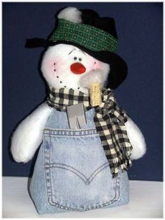 snowman crafts - LOVE this little guy! You can do a military themed one by using old BDUs too