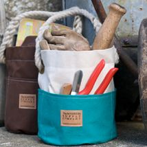 ditty bags    	  Small Ditty Bag - Two Tone    Traditionally used by sailors onboard ship the Ditty Bag has outside pockets, a hand-spliced rope handle and sturdy brass eyelets - perfect for gardening tools, artists materials, or any collection of bits and bobs in need of a home.     Now available in cream with red, blue, black, brown or green pockets.     	15oz canvas fully lined with cream cotton  	Brass eyelets  	Outside pockets  	Hand-spliced rope handle    Diameter	7 inches (175mm)…