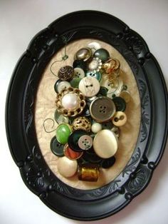 i love buttons.  and antique-y looking frames.  but i really love buttons.