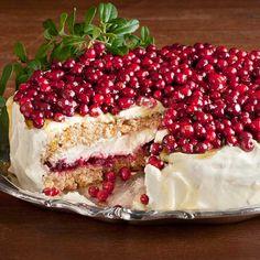 Raikas puolukka-inkiväärikakku Lingonberry-ginger cake <3
